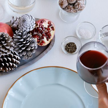 Keep It Simple with These Easy Holiday Entertaining Tips